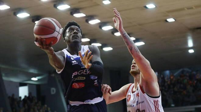 Basket Brescia vince Reggio Emilia 81-87