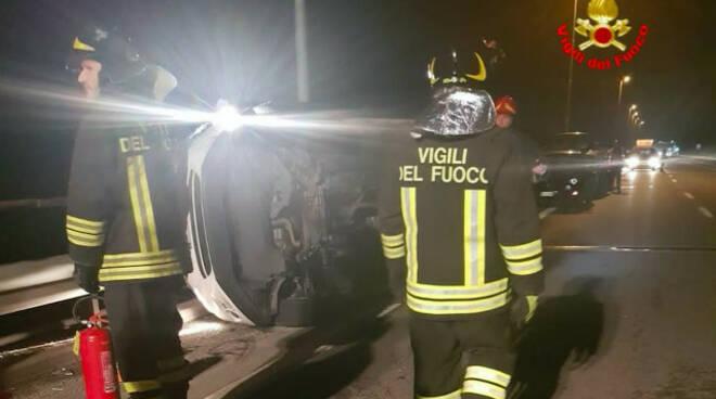 breno incidente frontale statale 42 feriti lievi