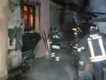 darfo pompieri spengono incendio deposito legna