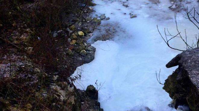 Lumezzane schiuma bianca Gobbia colpevole