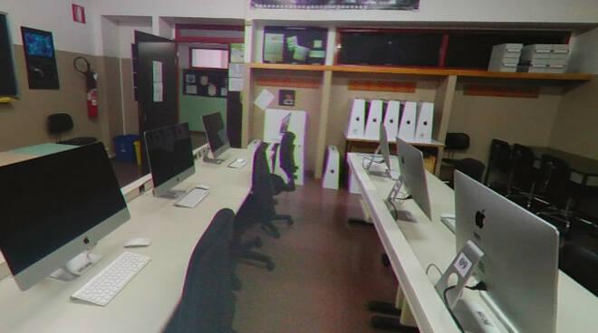 Breno rubati computer aula informatica liceo Golgi