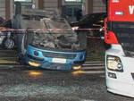 Brescia auto ribalta piazza Arnaldo dopo scontro