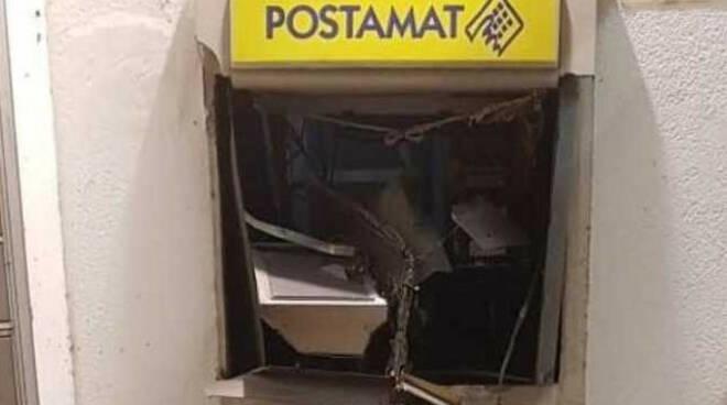 Calcinato assalto postamat ufficio chiuso danni ingenti