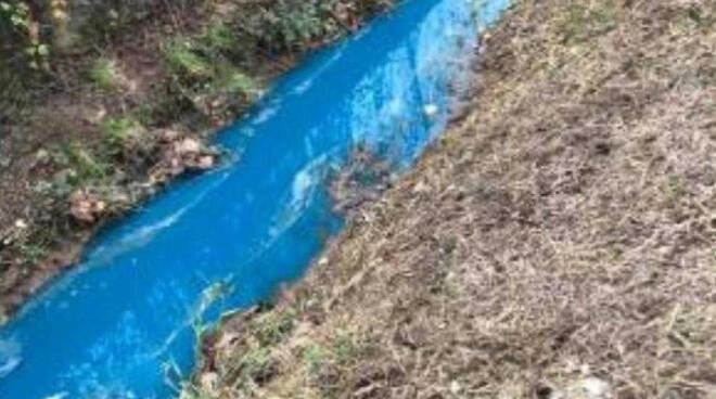 Castenedolo canale diventa blu Denunciato responsabile