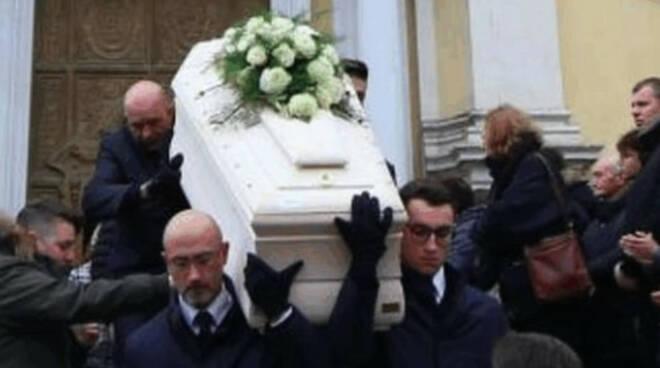 Delitto Fantoni chiesa gremita funerale Cancellati valori fondamentali