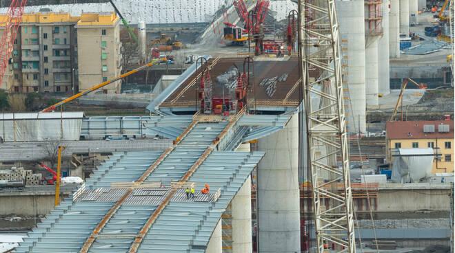 Genova, completate tutte le 18 pile del nuovo viadotto