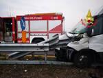 Pian Camuno furgone fuori strada Autista salvato fiamme