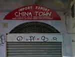 Rogo davanti negozio cinese caso di razzismo