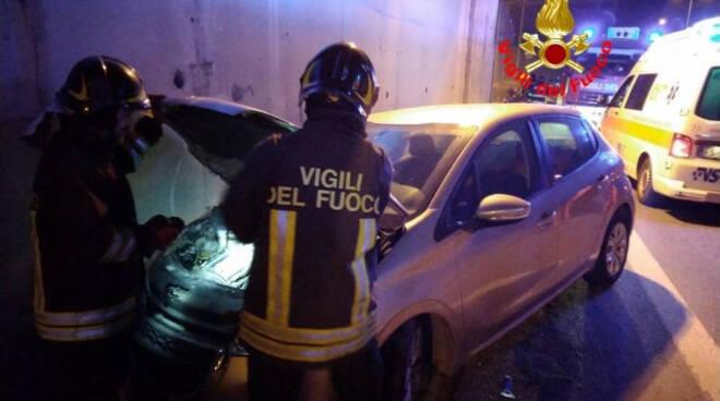 Vobarno auto contro muro cavalcavia ferita autista