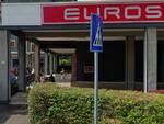 Brescia cassiera minacciata sventa rapina al market