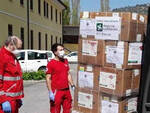 Coronavirus cinesi donano mascherine e tute a Brescia