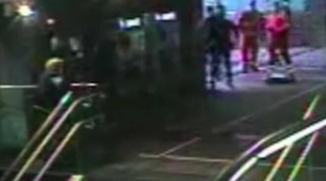 Brescia Polizia salva anziano che minaccia il suicidio