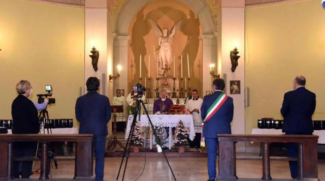Brescia vescovo celebra il funerale per 300 urne al Vantiniano
