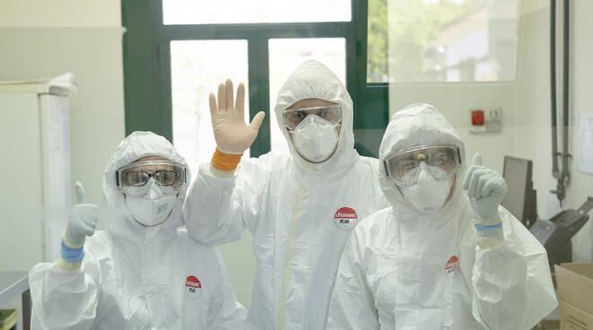 coronavirus, sanitari all'opera