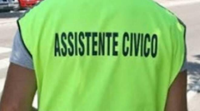 Far rispettare il distanziamento arriva anche assistente civico