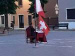 Leno parroco a pranzo in piazza con gli operai tutti multati