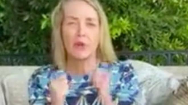 Sharon Stone ringrazia i sanitari della Poliambulanza di Brescia