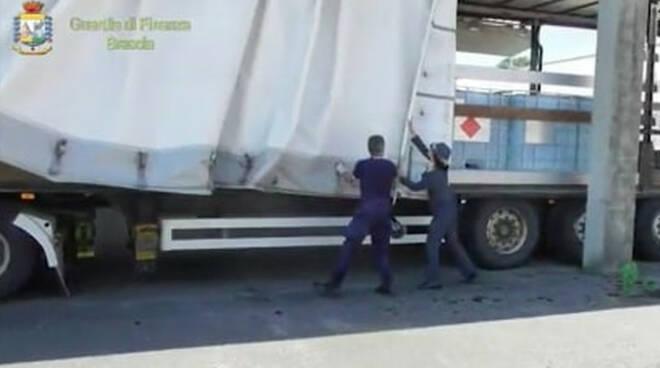 Alcol sequestrato tra Brescia e Caserta destinato agli ospedali lombardi