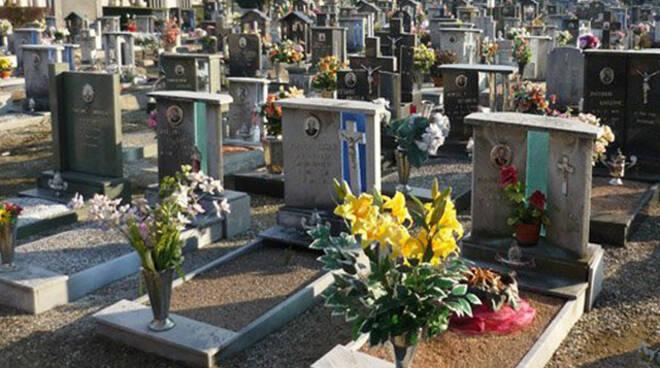 Calcinatello altra tomba profanata Terzo episodio in tre mesi