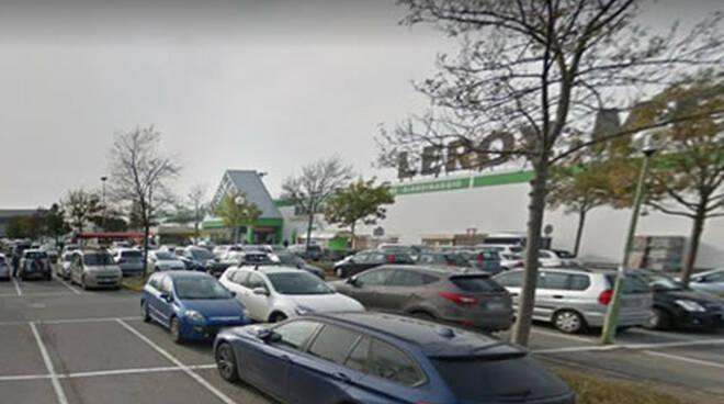 Campo Grande colpita alla testa da un auto nel parcheggio