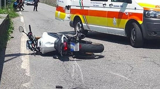 Lavenone centauro tampona un auto in coda grave in ospedale
