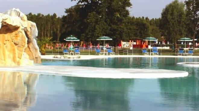 Montichiari a 3 anni si tuffa in piscina Ansia al Prato Blu