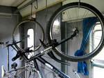 Niente biciclette a bordo dei mezzi di Trenord è polemica