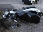 Rezzato contro un furgone e un muro centauro muore a 63 anni