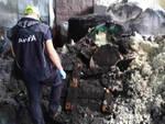 Agnosine fiamme e fumo in un capannone di rifiuti Si muove Arpa