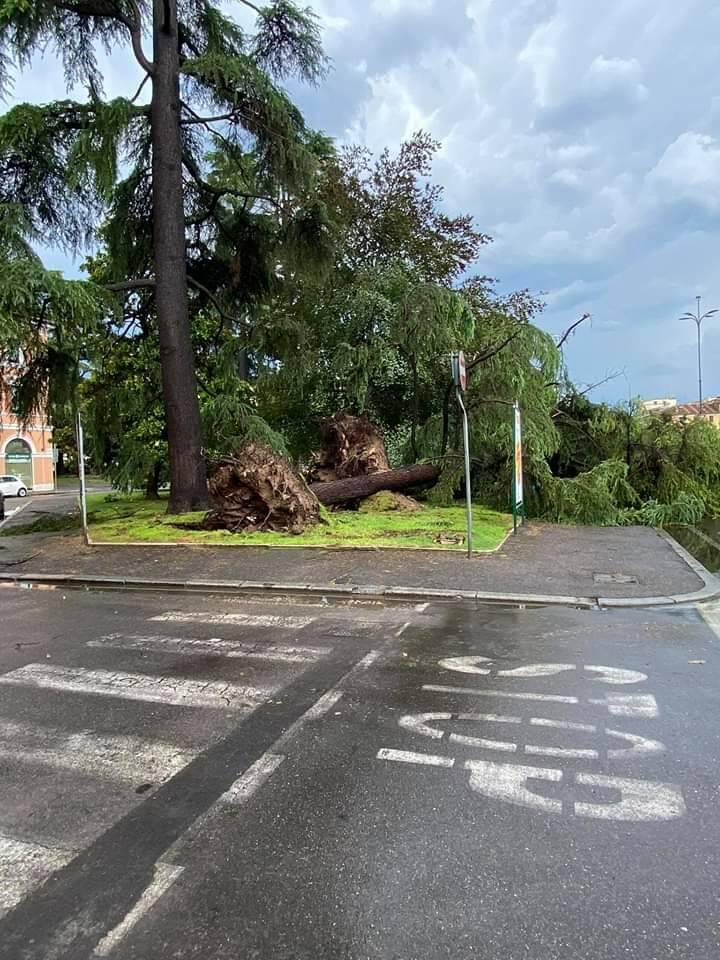 Bomba d'acqua a Brescia, città in difficoltà