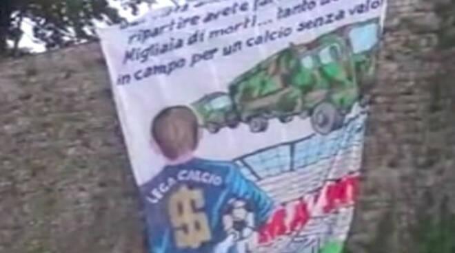 Brescia striscione dei tifosi dal Castello contro il derby con Atalanta