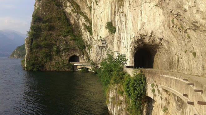 Lago Iseo, caduta massi chiude la ciclabile Vello Toline