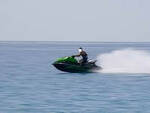Limone corre in acqua-scooter tra le barche viene sanzionato