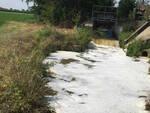 Pontevico cattivi odori dalla schiuma bianca finita nel canale
