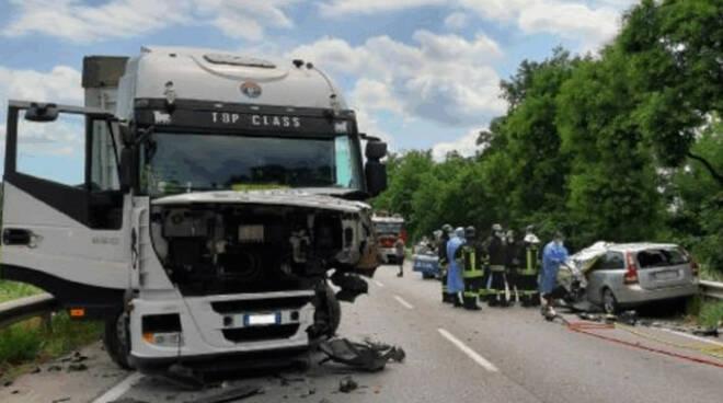 Prevalle frontale mortale tra un auto e un camion chi era la vittima