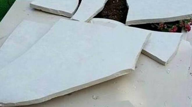 Comezzano Cizzago rubata la pergamena della pace dal cimitero
