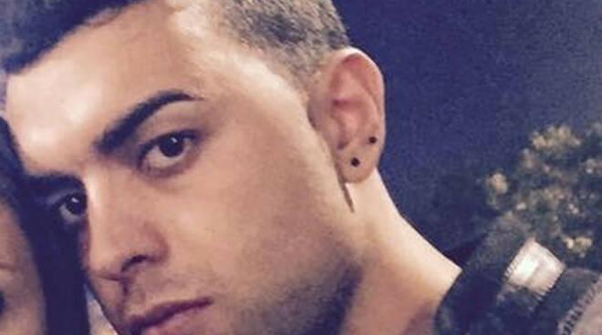 Montisola 28enne cade in moto e muore dopo schianto contro lampione
