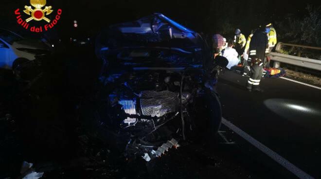 Salò frontale di notte tra due auto sulla Gardesana tre feriti