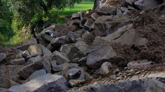 via diaz a sulzano crolla muro di cinta