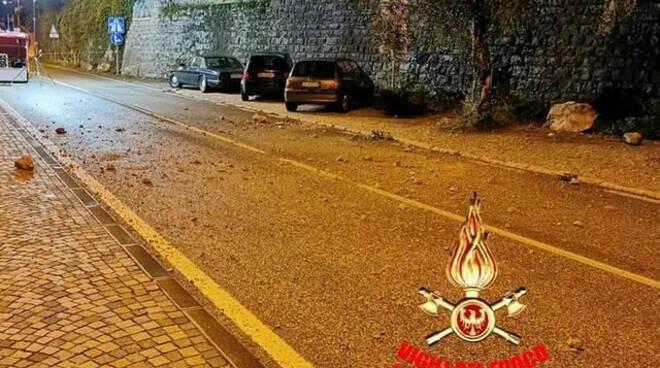 Alto Garda frana sulla Gardesana tra Limone e Riva Strada chiusa