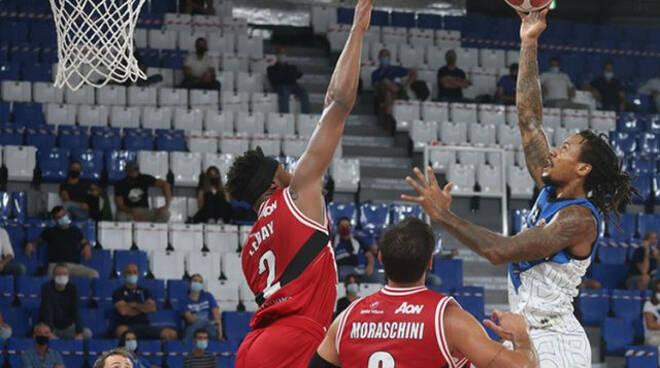 Basket Supercoppa Brescia combatte ma battuta ancora da Milano