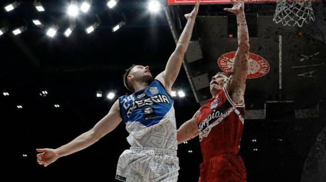 Basket Supercoppa Brescia lotta ma Milano è troppo forte