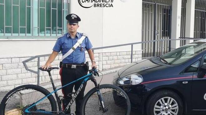 Brescia carabinieri si fingono acquirenti e bloccano ladro di bici