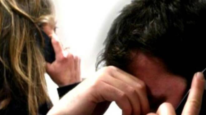 Cividate Camuno folle di gelosia perseguita il marito arrestata