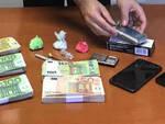 Darfo lite di coppia ma in casa i carabinieri trovano coca e soldi