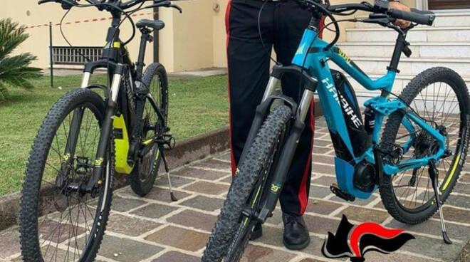 Lonato Cc restituiscono bici rubate a una turista Denunciati padre e figlio