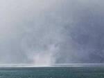 Maltempo e vento alberi caduti tetti scoperchiati surfisti soccorsi