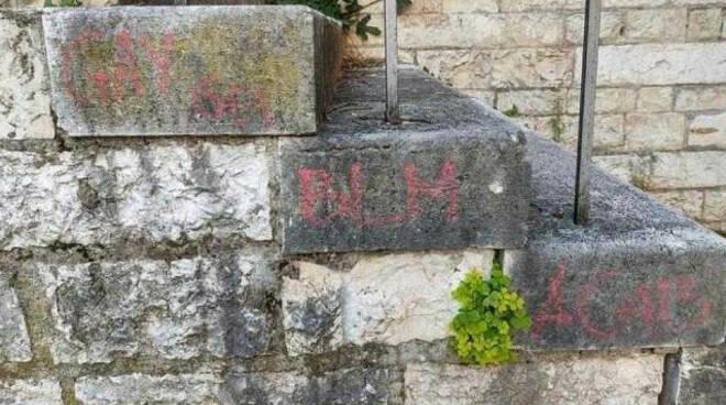 Montichiari vandali blasfemi contro la Pieve di San Pancrazio
