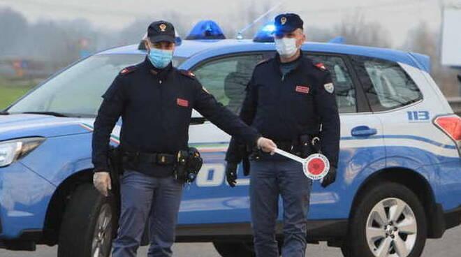 polizia mascherina coronavirus