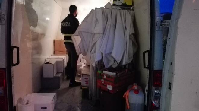 Polizia stradale sequesto alimentari cibo